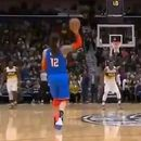 Потег на денот во НБА: Лабаво со една рака погоди од половина терен