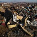 ФОТО: Визбегово се дави во отпад, градпначалникот на Бутел и локалните власти нигде ги нема