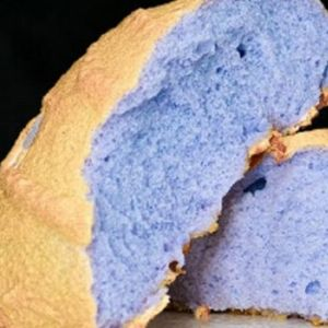Сите полудеа по овој син леб: Еве како да го направите, има чуден изглед и одличен вкус (ВИДЕО)