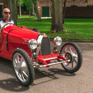 Цвета бизнисот на Little Car Company, производител на Bugatti Baby