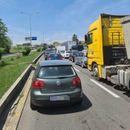 ВНИМАВАЈТЕ: Колони возила на влезот во Скопје кај Автокоманда