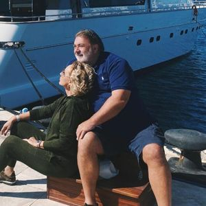 Објавени фотографии од луксузната јахта на Лепа Брена – за ваква дневна соба мечтае секој, особено спалната е сон на секој брачен пар