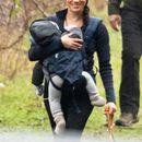 Меган беше фотографирана на прошетка со Арчи: Таа осум 8 месеци не може да го научи ова !