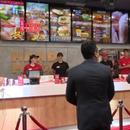Бејли и Заев свечено го отворија ресторанот за пилешко