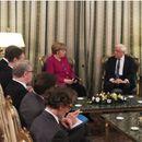 """Меркел на средба со Павлопулос: """"Од срце"""" да ја поддржиме Грција"""