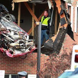 Двајца загинати кога Порше се заби во вториот кат во куќа во Њу Џерзи