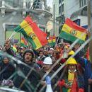Демонстрантите во Боливија палат куќи на политичари