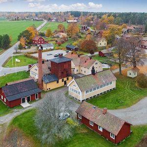 Поради пандемијата во Шведска се продава цело село од 18. век