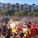 Илјадници верници го пречекаа ковчегот со телото на Амфилохије