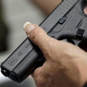 Вознемирувачка снимка: Американски полицаец испукал 11 куршуми кон момче со посебни потреби