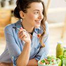 Истренирајте го вашиот мозок: 11 трикови кои ќе ви помогнат да јадете помалку