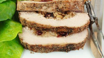 [РЕЦЕПТ] Печено свинско месо полнето со јаболка и ореви
