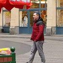Од Царина не знаат од што боледува придружникот на Груевски од сликата