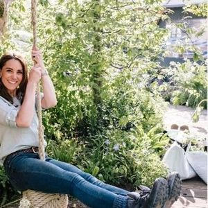 Вилијам и Кејт објавија приватни фотографии од децата во градината дизајнирана од Војвотката