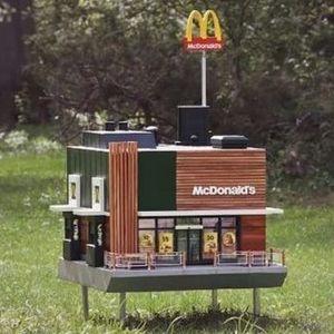 Ова е минијатурен МекДоналдс за пчели
