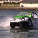 Автомобил може да вози по вода!