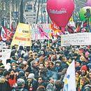 Во Франција продолжува генералниот штрајк поради пензиските реформи
