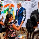 Индија полуде по Меланија Трамп, ја дочекуваа со овации и билборди