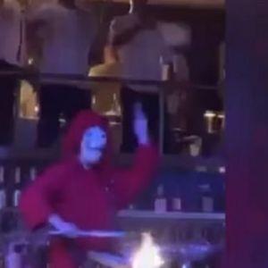 Ноле се журкаше во ноќен клуб со тактовите на песната Бела чао