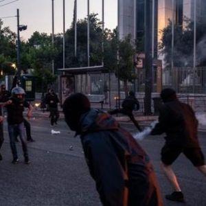 Немири поради убиството на Флојд и на Балканот: Инциденти пред американската амбасада во Атина