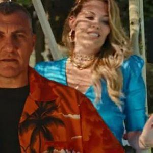 """Бобо Виери сними хит со два аса од Калчото: Доминираат згодни девојки во спотот за """"Una vita da Bomber"""""""