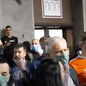 Демонстрантите го избркаа Борис Тадиќ: Оди си дома