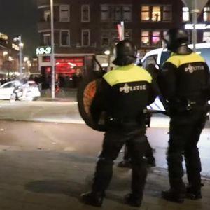 ХОЛАНЃАНИТЕ протестираат 4-ТА НОЌ ПО РЕД: Рушат сè пред нив, полицијата е на нозе