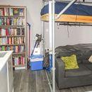 Гарсоњера која е толку мала, што креветот е над каучот, се продава за 150.000 евра!