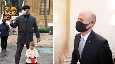 Former Soldier Explains Why He Took His Daughter To Protest Against Joseph Muscat Outside Court