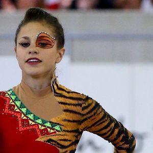 Австрийска гимнастичка изумява с възможностите си
