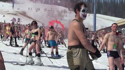 Близо 2 хиляди скиори по бански поставиха рекорд в Русия