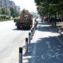 Градот Скопје нема да ги отстрани столпчињата на тротоарите во Карпош, за што граѓани најавија протест