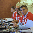 Членовите на хрватската влада одржаа седница во дресови