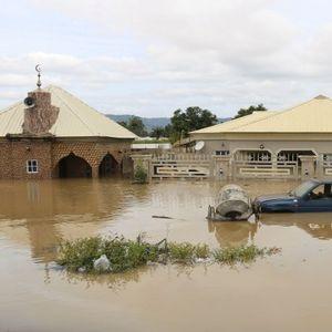 Над 100 мртви во катастрофалните поплави во Нигерија