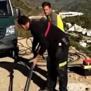 Двегодишно момче во Шпанија веќе шести ден во дупка длабока 100 метри