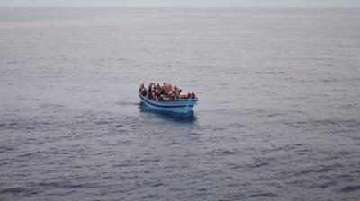 Либија на крајбрежјеto сопрела чамец со 53 мигранти
