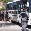 (Видео) Судири помеѓу полицијата и мигрантитe во Бихач, повредени тројца полицајци