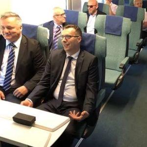 Членовите на босанската влада со воз заминаа на седница во Мостар