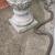 Баба од САД се соочила со кобра во нејзината градина и ја убила со лопата