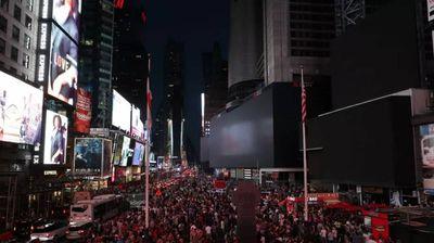 Њујорк во мрак, претставите од Бродвеј се преселија на улиците