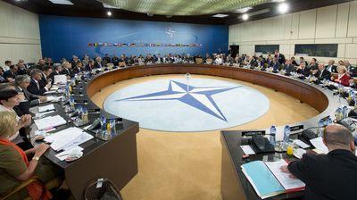 Помпео: НАТО мора да се менува или ќе биде надминато