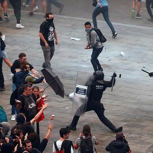 Најмалку 170 повредени во судирите во Барселона