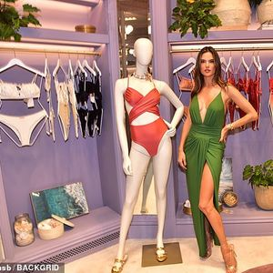 Aлесандра Амброзио на промоција на свој бутик во Бразил