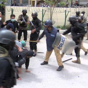 Лекарите протестирале поради недостиг на медицинска опрема, полицијата ги уапсила сите по ред