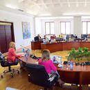 Ангеловска на средба со текстилците и претставници на чевларската индустрија