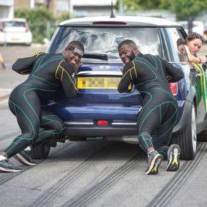 """Јамајчанскиот боб-тим тренираше со туркање на """"Мини Купер"""""""