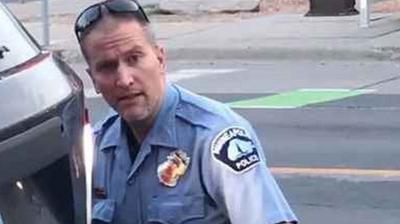 Уапсен полицаец поради насилната смрт на Џорџ Флојд во Минеаполис