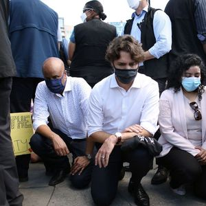 Џастин Трудо клекна на колена во знак на поддршка на демонстрантите