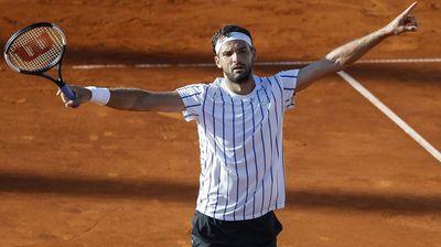 Тенисерот околу кого се крена многу прашина е негативен на Ковид 19