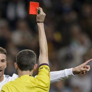 """За нив црвен картон е секојдневие – кои се """"највалканите"""" фудбалери?"""